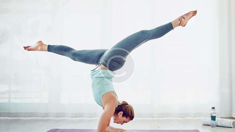 4 Yoga Poses to Keep Yourself on Track while You Travel